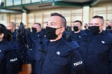 Nowi policjanci w szeregach policji w Łódzkiem. Podczas uroczystości wręczono też odznaczenia i szable dla emerytów [ZDJĘCIA]