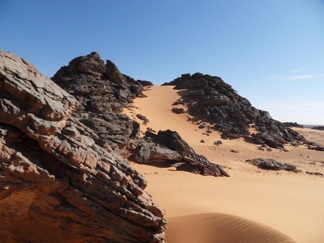 W niektórych źródłach do dziś można znaleźć informację, że w afrykańskiej Libii odnotowano w 1922 r. najwyższą temperaturę na Ziemi – 58 °C. W 2012 r. drobiazgowe badania wykazały jednak, że w pomiarze z 1922 r. był błąd i rzeczywista temperatura wynosiła wówczas o ok. 7 °C mniej. Rekord przypadł wówczas innemu miejscu.