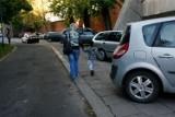 Koniec parkowania na chodniku. Będą zmiany w przepisach?