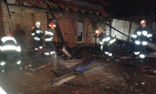 Pożar gasiły: OSP Unisław, dwa zastępy z PSP Chełmno oraz OSP Kokocko.