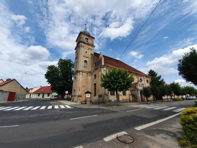 W 1945 r. z Babimostu wysiedlono ludność niemiecką, w tym większość ewangelików i od tego czasu kościół jest nieczynny. I od tego czasu wzbudza zainteresowanie mieszkańców i ich gości...