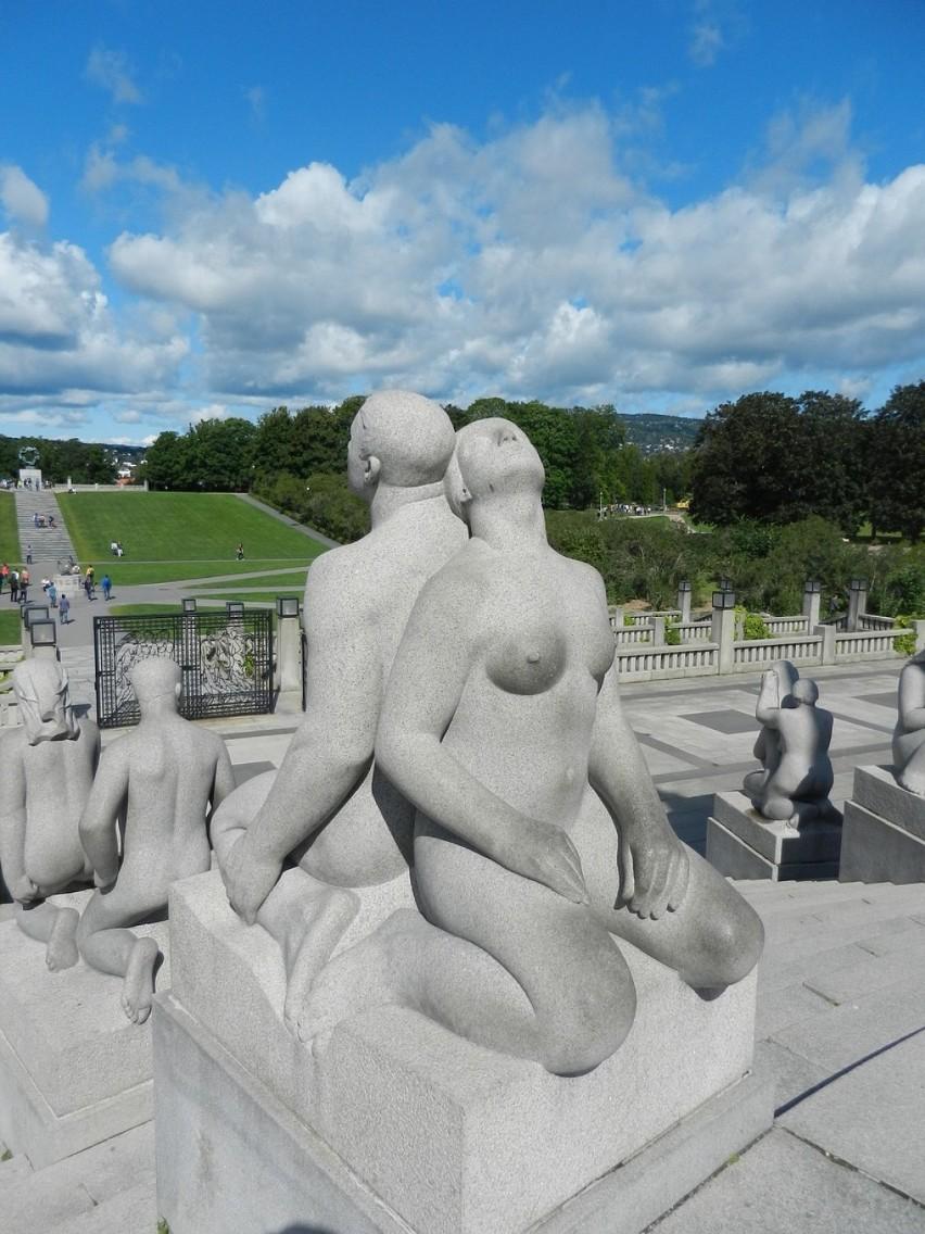 Rzeźby w parku Vigelanda w Oslo