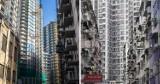 """Ciasne klitki budowane na granicy prawa w przytłaczającym molochu. Mieszkania w """"warszawskim Hongkongu"""" rozeszły się jak świeże bułeczki"""