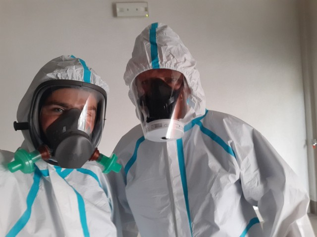 Na zdjęciu ratownicy z wolsztyńskiego szpitala: Dawid Kubik i Mariusz Kaczmarek