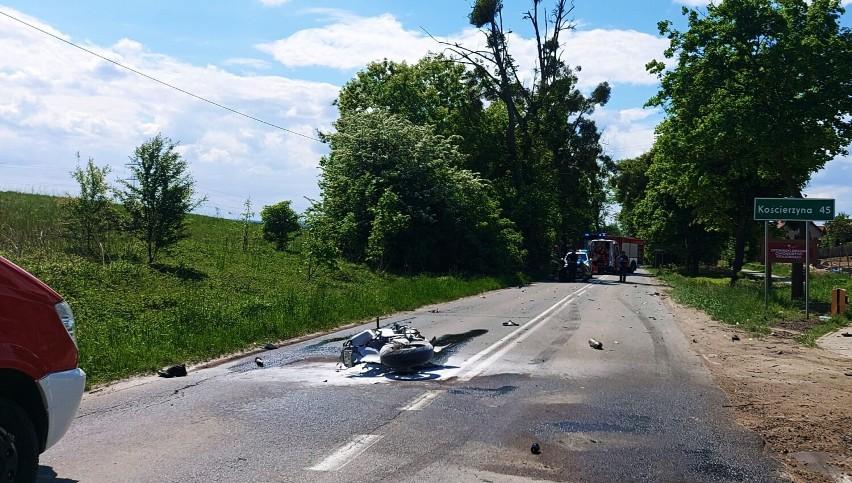 Wypadek w Bąkowie, gm. Kolbudy. Zderzenie osobówki z motocyklem. Poszkodowany trafił do szpitala
