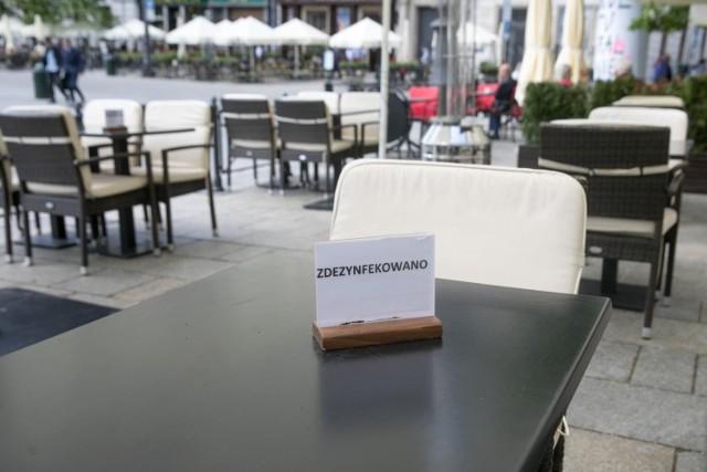 - Na otwarcie będzie musiała jeszcze poczekać gastronomia – zapowiedział wicepremier Jarosław Gowin.