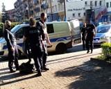 Nożownik napadł na kobietę w centrum Głogowa. Policja złapała go na placu 1000-lecia