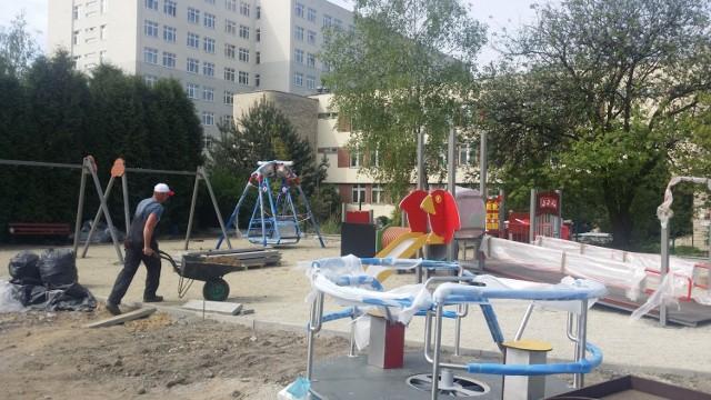 Plac zabaw przy  Centrum Zdrowia Dziecka