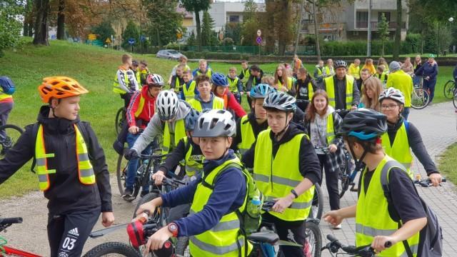 Uczniowie na rowerach w Strzelcach Opolskich.