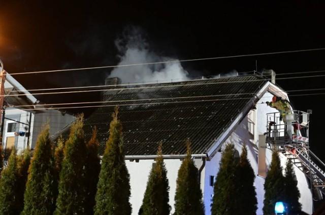 Pożar budynku wielorodzinnego w Wielkim Stwolnie pozbawił dachu nad głową 18 ludzi