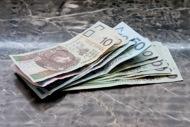 Zarobki w Polsce. Jak wypadają wynagrodzenia na tle innych krajów Europy?   Zobacz kwoty w kolejnych grafikach galerii. Zobacz, gdzie zarabia się najwięcej >>>