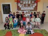 """Przedszkolaki z Włoszczowy świetnie bawiły się na kolorowym balu karnawałowym """"W krainie bajki"""". Zobaczcie zdjęcia"""