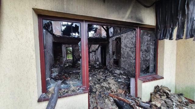 Podpalacze odpowiedzialni za pożary w gminie Moszczenica zatrzymani przez policję
