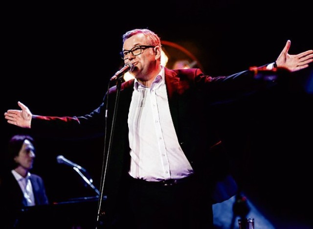 W niedzielę na Muzycznej Scenie wystąpi z koncertem Artur Andrus - artysta kabaretowy, autor tekstów i piosenek