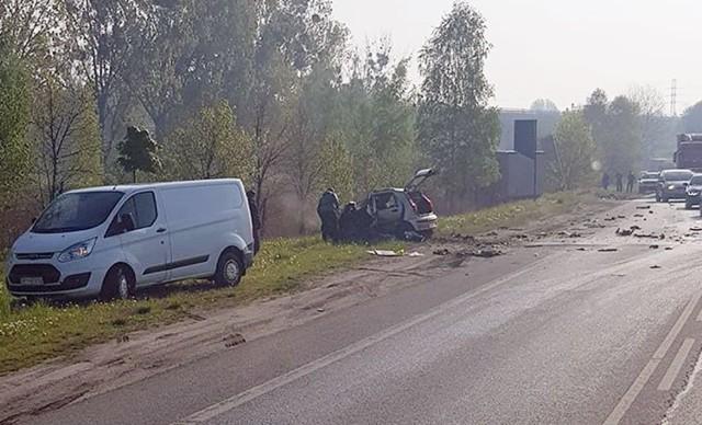 Śmiertelny wypadek na DK88 w Bytomiu. Zderzyły się ciężarówka i samochód osobowy.  Zobacz kolejne zdjęcia. Przesuwaj zdjęcia w prawo - naciśnij strzałkę lub przycisk NASTĘPNE