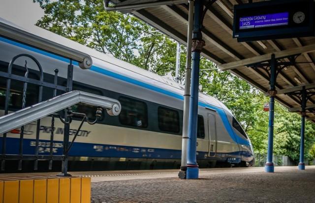 W pociągach PKP Intercity, zajęte będą mogły być wszystkie miejsca siedzące, do leżenia i sypialne.