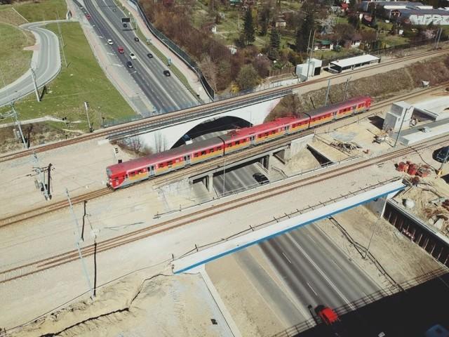 Demontowany będzie widoczny na zdjęciu środkowy wiadukt (ten po którym przejeżdża pociąg)