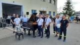 Ochotnicza Straż Pożarna w Kamieniu pod Kaliszem odnowiła... fortepian, żeby zebrać pieniądze na nowy wóz. ZDJĘCIA