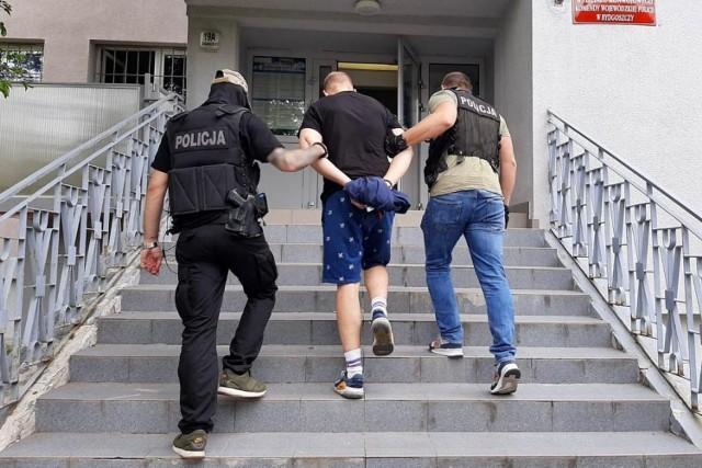 Policjanci zatrzymali w Bydgoszczy dwie osoby, które miały związek z biznesem narkotykowym.
