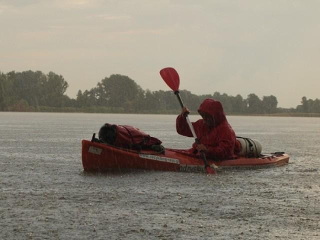 Warszawa - Berlin. Podróżnik - ekolog płynie kajakiem w rejs promujący czystość rzek