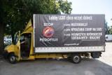 Furgonetki z antyaborcyjnymi i homofobicznymi hasłami z zakazem jazdy po Warszawie. Prokuratura chce unieważnienia uchwały