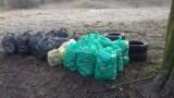 Gm. Kaźmierz. Ojciec z córką wypowiedzieli wojnę śmieciom! Z własnej inicjatywy posprzątali ulicę w Kiączynie