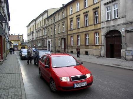 W taką pułapkę, niema bez wyjazdu, zostali złapani kierowcy chcący przejechać ulicą Młyńską.