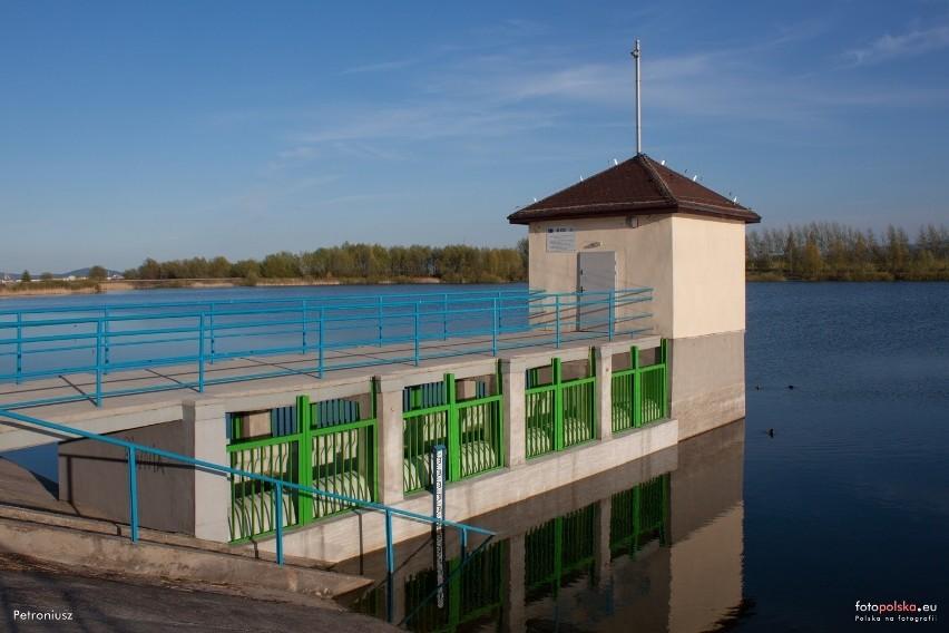Zalew Komorowski to mały zbiornik utworzony na potoku...