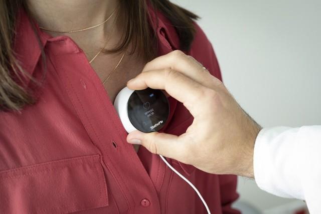 Bezprzewodowe stetoskopy wyglądem przypominają niewielkie pudełko. Umożliwiają zdalne badanie płuc i serca