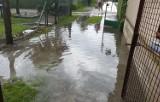 Mieszkańcy Koźlin borykają się z dziurami w drodze, częstymi powodziami i zalanymi piwnicami