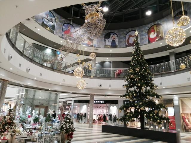 Świąteczne dekoracje w Focus Mall w Piotrkowie. Galeria otwarta po przerwie i przystrojona na święta