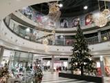 Świąteczne dekoracje w Focus Mall w Piotrkowie. Galeria otwarta po przerwie i przystrojona na święta [ZDJĘCIA]