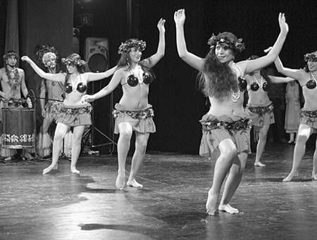 Rumuńscy tancerze zachwycali publiczność żywiołowością i rytmicznością tańców. Fot. Olgierd Górny