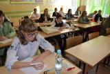 Blisko 200 uczestników wzięło udział w XVIII Kaszubskim Dyktandzie w Słupsku [ZDJĘCIA,WIDEO]