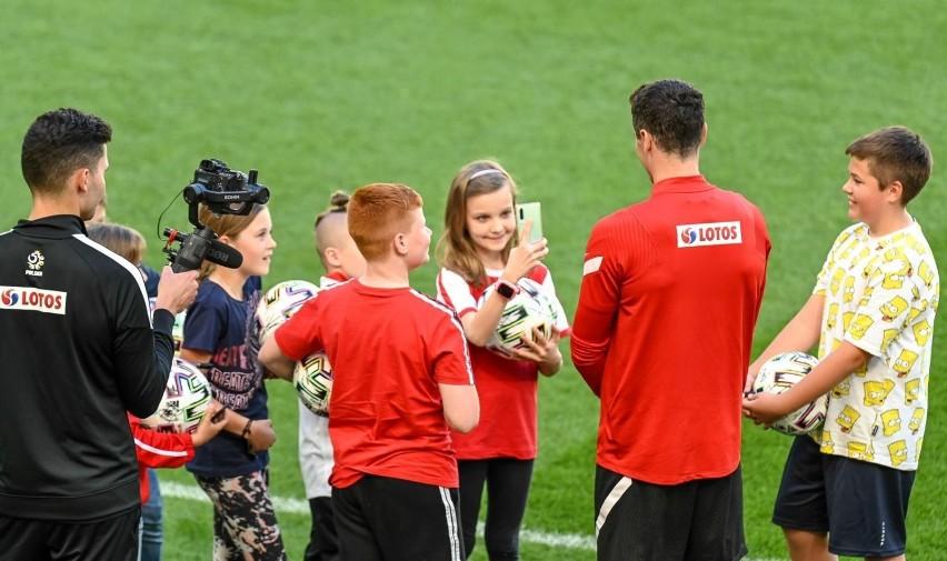 Otwarty trening reprezentacji Polski w Gdańsku po przegranym meczu ze Słowacją. Kibice brawami dali wsparcie piłkarzom [zdjęcia]