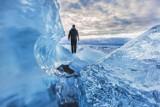 Dlaczego lód jest śliski? Czy śnieg jest skażony plastikiem? Na pytania dotyczące zimy odpowiada prof. UŚ Jerzy Jarosz