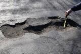 Chełm. Mieszkańcy mogą zgłaszać gdzie są uszkodzenia jezdni dzięki specjalnej aplikacji