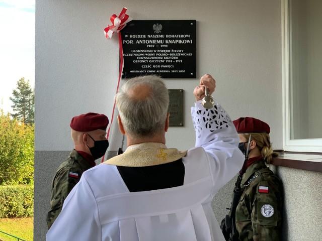 W Alwerni odsłonięto tablicę Antoniego Knapika, uczestnika bitwy nad Niemnem