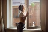 Płyn do mycia szyb i jego wszechstronne zastosowanie. Umyjesz nim nie tylko okna!