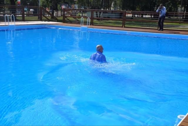 Otwarcie basenu pod chmurką w Hajnówce