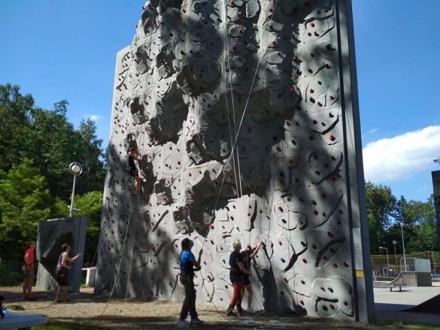 Ścianka wspinaczkowa czeka w Parku Zielona Zobacz kolejne zdjęcia/plansze. Przesuwaj zdjęcia w prawo - naciśnij strzałkę lub przycisk NASTĘPNE