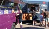 Na parkingu VIVO! Piła zaparkowały food trucki. Są też atrakcje dla dzieci. Zobaczcie zdjęcia