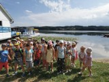 Przedszkolaki poznają świat pojazdów lądowych i wodnych. Wakacje najmłodszych chodzieżaków