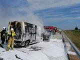 Wypadek na A1 na wysokości Parzniewic. Zderzyły się ciężarówka i dwa busy. Jeden samochód spalił się