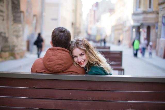 Walentynki to święto zakochanych obchodzone 14 lutego. Ten dzień pary starają się spędzić w szczególny sposób. W Łodzi możliwości jest sporo, na część walentynkowych imprez można zdecydować się w ostatniej chwili, nawet bez zapisów.  Zobacz na kolejnych slajdach galerii jakie imprezy walentynkowe odbędą się w Łodzi w weekend 14-15 lutego.   >>>>