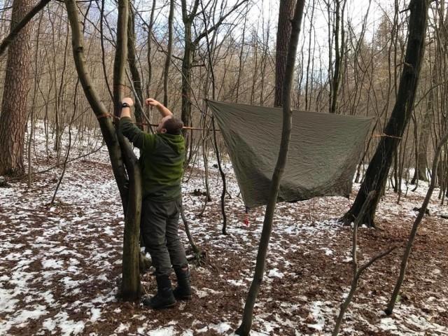Moda na biwakowanie w lesie ma coraz więcej zwolenników