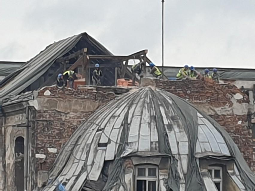 """Kraków. Jak """"znikała"""" kopuła zabytkowego kościoła na terenie inwestycji na Stradomiu [ZDJĘCIA]"""