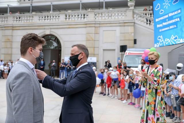 14-letni Bartosz Mączka z Piotrkowa otrzymał Medal za Ofiarność i Odwagę z rąk prezydenta RP Andrzeja Dudy, 11.06.2021