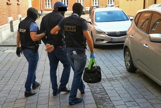 Spośród 1,7 miliona złotych oraz 8,5 tysiąca euro, które mieli wyłudzić obywatele Rumunii, w toku śledztwa udało się odzyskać 980 tysięcy złotych oraz 85 tysięcy euro. Pieniądze zostały zablokowane na kontach i są dowodami w sprawie.