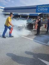 Sosnowiec: Na parkingu w Castoramie zapalił się samochód. Niebezpieczny pożar. ZDJĘCIA